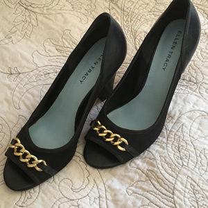 Ellen Tracy peep toe pump